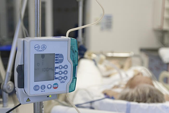 Lightweight portable medical device in a hospital setting.